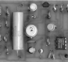Генератор прямоугольных импульсов с электронной регулировкой частоты