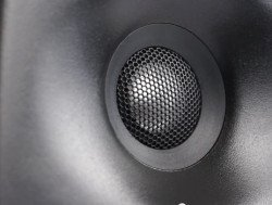 zvukovyie-monitoryi-genelec-g-two-250x189